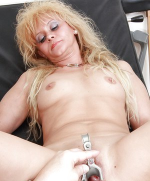 Sassy mature blonde getting her pussy examed and pissing in the gyno office