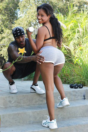 Sporty ebony sweetie seduces her coach with her amazing ample booty