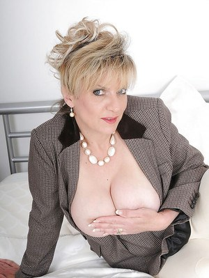 Mature fetish lady revealing her big round knockers and tempting ass
