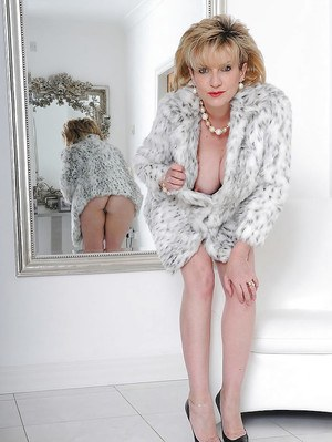 Big busted mature fetish lady has nothing under her fur coat