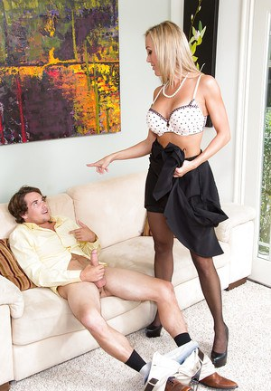 Steaming hot cougar in stockings gets her hungry pussy licked and shafted