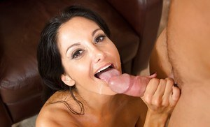 Juggy MILF bring her shaved cunt into play for a cumshot in her eager mouth