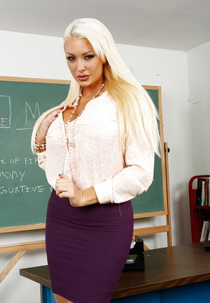 Smoking hot blonde teacher getting nude and fingering her pink pussy
