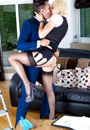 Busty mature vixen in stockings gets her twat drilled tough by a stiff shlong