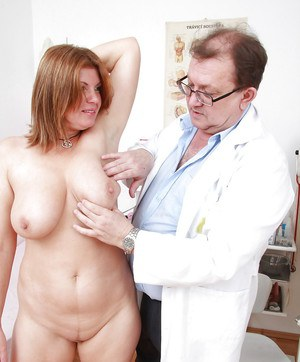 Curvy mature gal has some kinky fun at her gyno examination