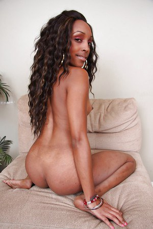 Smiley ebony chick getting nude and exposing her slippy curves