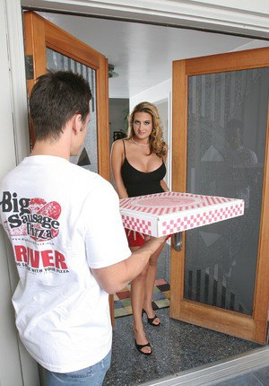 Gorgeous latina MILF fills her sex hunger with a help from a hung pizza-lad