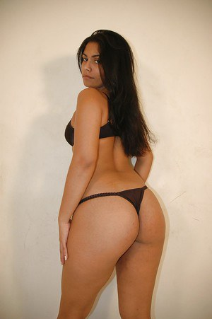 Sassy latina chick taking off her lingerie and exposing her big butt