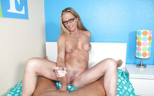 Chippy mature lassie in glasses gets talked into handjob action