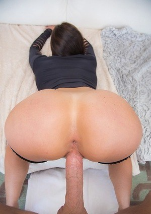 Ravishing MILF has some face sitting and pussy drilling fun with hung lad