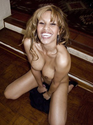 Saucy MILF milks a stiff prick with her mouth and skillful hands