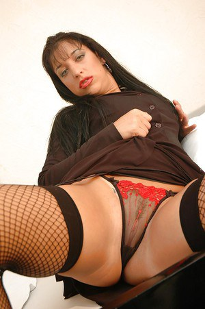 Latina MILF babe in stockings spreading her legs to show off her cunt