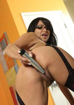 Big titted Latina MILF babe enjoys penetrating her cunt with a dildo