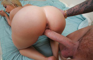 Desirable hottie blows and fucks a huge boner for jizz on her tongue