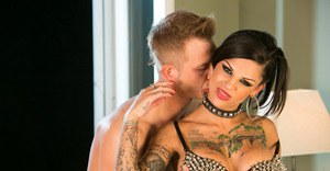 Tattooed vixen in thigh boots gets shafted for a cumshot on her tongue