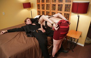Stunning MILF with hairy cooter enjoys a passionate twatting