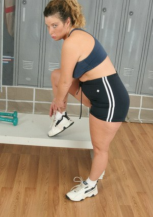 Fatty MILF oiling up her tempting curves in the locker room