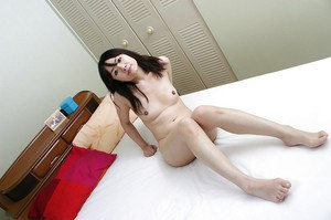 Nude asian MILF exposing her hairy slit in close up and vibing it