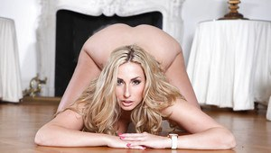 Curvy blonde temptress with amazing butt getting rid of her clothes