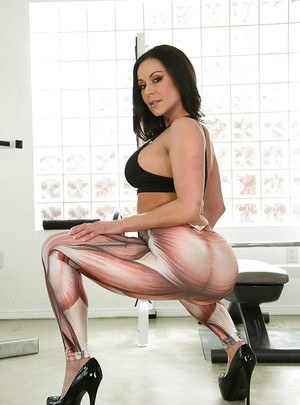 Ravishing MILF in snazzy leggings revealing her amazingly hot ass