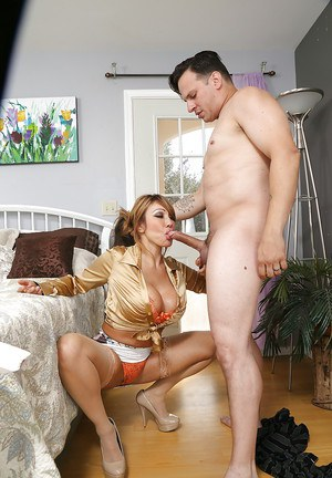 Bootylicious MILF gets her huge jugs glazed with jizz after hard twatting