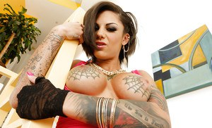 Tattooed knockout strips down and exposes her inviting gash