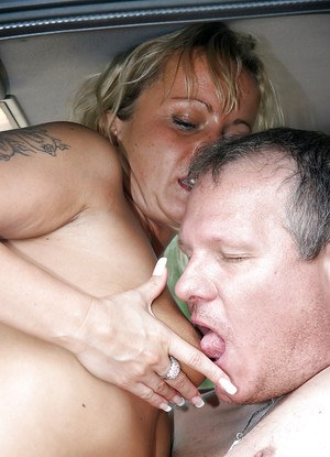 Lecherous blonde MILF with shaved cunt has some twatting fun outdoor