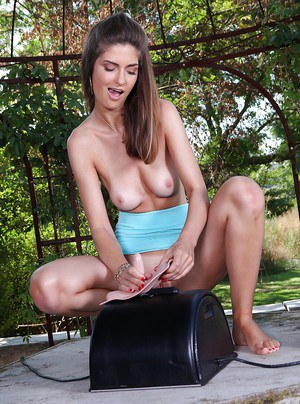 Graceful babe with shapely tits has some fun with a Sybian machine