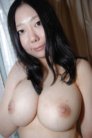 Well-stacked asian lassie undressing and exposing her juicy twat in close up