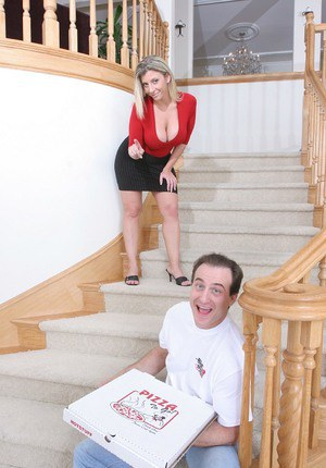 Top-heavy MILF with shaved gash has some hard fun with hung pizza-lads
