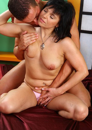 Chubby brunette mature slut with saggy tits gets her trimmed cunt drilled