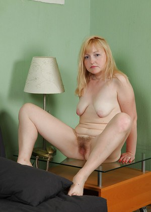 Naked mature lassie with saggy tits teasing her unshaven twat