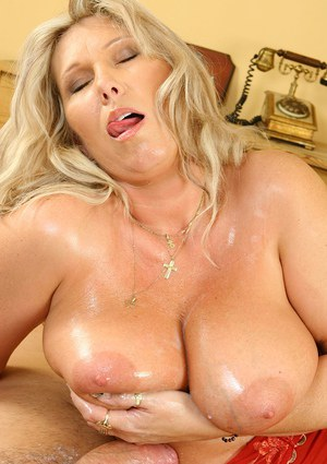 Fatty mom gets screwed and gets her huge melons glazed with sticky jizz