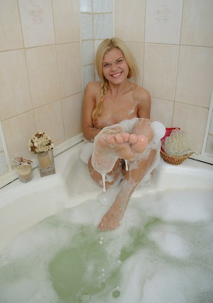 Immensely lovely blondie performs a steamy solo scene in the bathroom