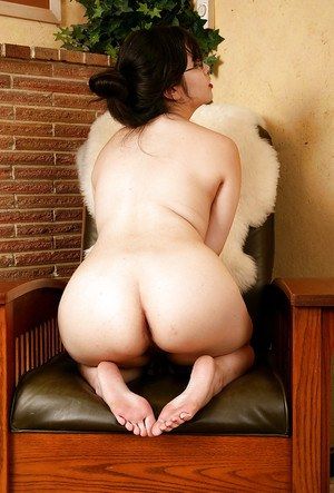 Chubby asian amateur with sexy feet undressing and exposing her shaggy cunt