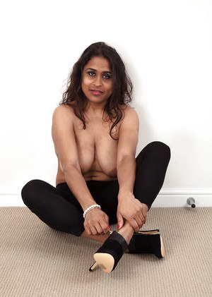 Dirty-minded mature lassie undressing and exposing her shaggy twat