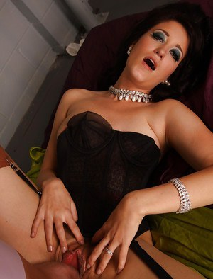 Glamorous MILF in stockings gives head and gets her hairy pussy nailed
