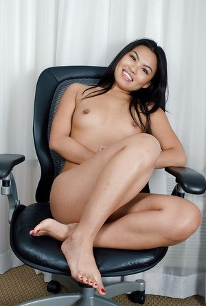 Naked asian floosie showcasing her sexy soles and shaved love holes
