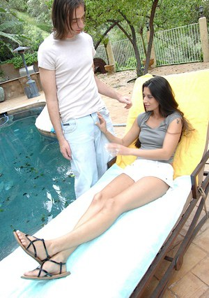 Hot mom gets her shaved pussy cocked up and creampied outdoor