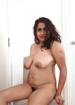 Lecherous mature lassie revealing her saggy jugs and shaggy cooter