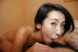 Slippy asian MILF with trimmed pubis has some pussy vibing and fucking fun
