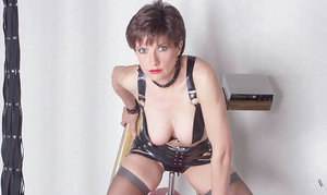 Lusty mature fetish lady posing in latex outfit and stockings