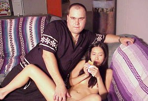 Footsie thai chick gives a proper blowjob with ball licking