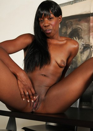 Mature, ebony queen of love spreads her pussy and her yummy butt cheeks