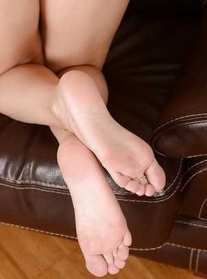 Amateur babe demonstrates her beautiful feet and shaved coochie