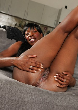 Sweet ebony milf Pepper Deville lets us see her beautiful humps
