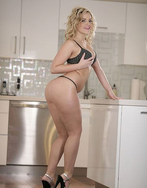 Sexy, curly blonde with fantastic ass shows off over the fridge