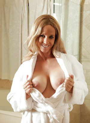 Awesome milf this time!