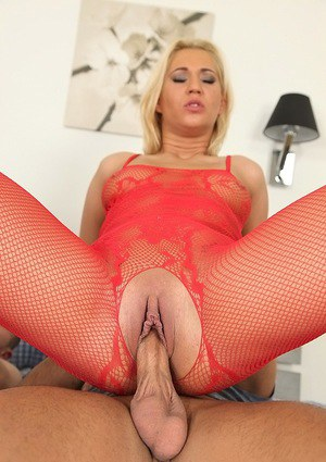 Cute European Linda Ray feeds hungry cock with her yummy pussy