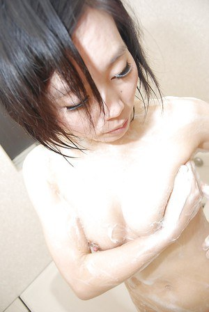 Cool Asian babe Mami Osumi is rinsing her beautiful, hairy cunny